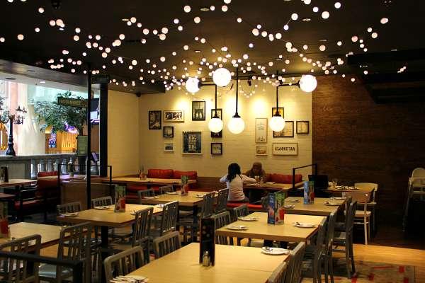 Interior restoran The Manhattan Fish Market