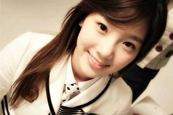 Taeyeon saat debut. Masih polos ya..