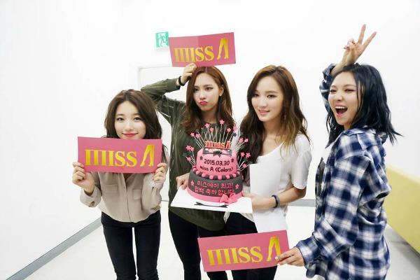Suzy bersama teman-temannya di Miss A