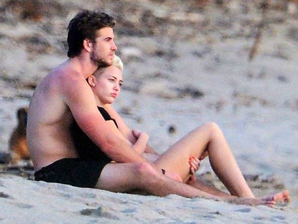Miley Cyrus dan Liam Hemsworth 2
