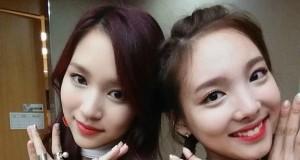 Nayeon dan Mina dari TWICE