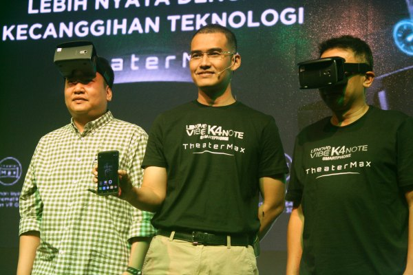 Grand Launching Lenovo VIBE K4 Note | Adrie R Suhadi (Middle)