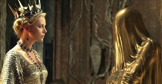 Ravenna-Charlize-Theron-and-the-Magic-Mirror-in-Snow-White-and-the-Huntsman