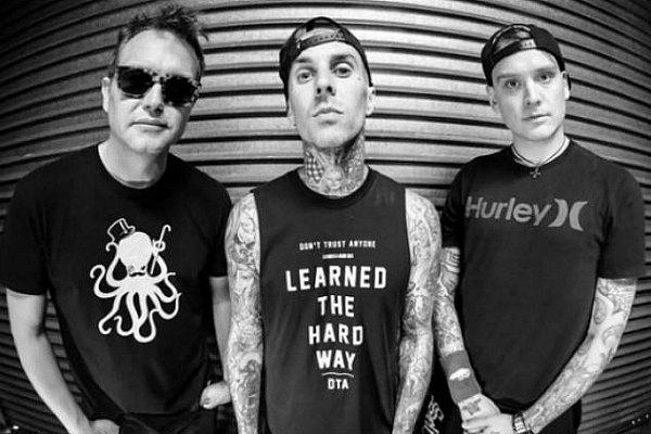"Radio Anak Muda_Blink 182 rilis single terbaru ""Bored To Death"" | altpress.com"