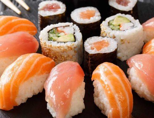 Bukan Sushi Biasa, Sushinya Pake Ulat Sagu! Berani Coba?