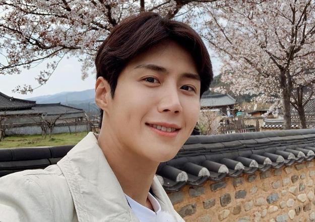 Kim Seon-ho Dinobatkan Jadi Aktor dengan Reputasi Paling Baik Per September 2021
